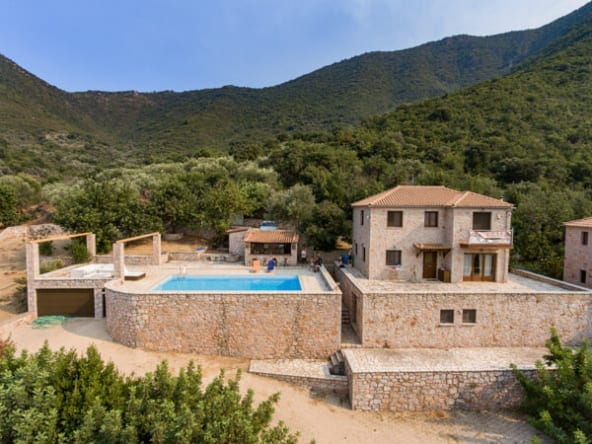 145 | Villa with Swimming Pool in Poulithra